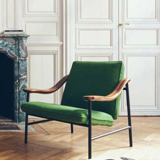 Fauteuil Russel marque Versant éditions. Claude Cartier décoration architecte d'intérieur à Lyon.